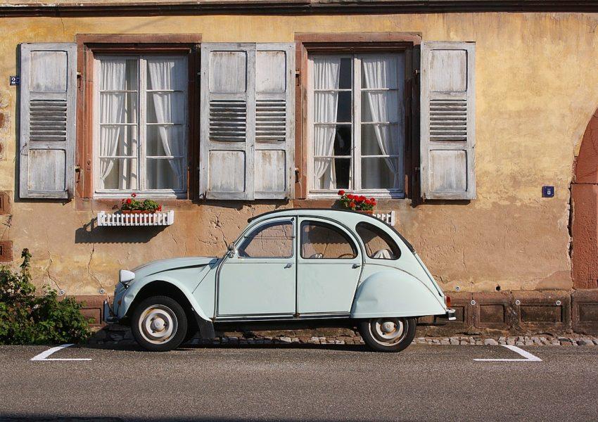 Un voiture française au printemps