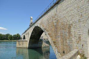 Le pont d'Avignon en printemps