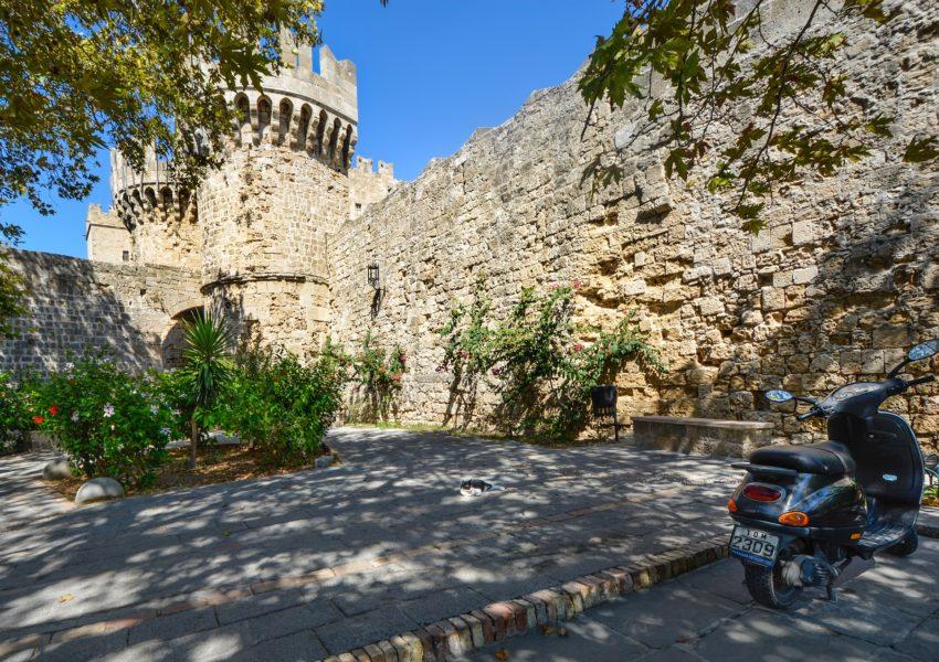 Béatitude romantique médiévale en Grèce